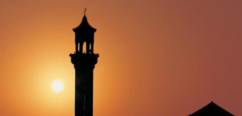 Hukum Meniru Bacaan Surat Imam Ketika Sholat Berjama'ah